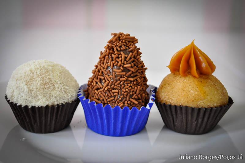 Brigadeiros de Leite Ninho com Nutella, morango e churros podem ser experimentados em Poços de Caldas.