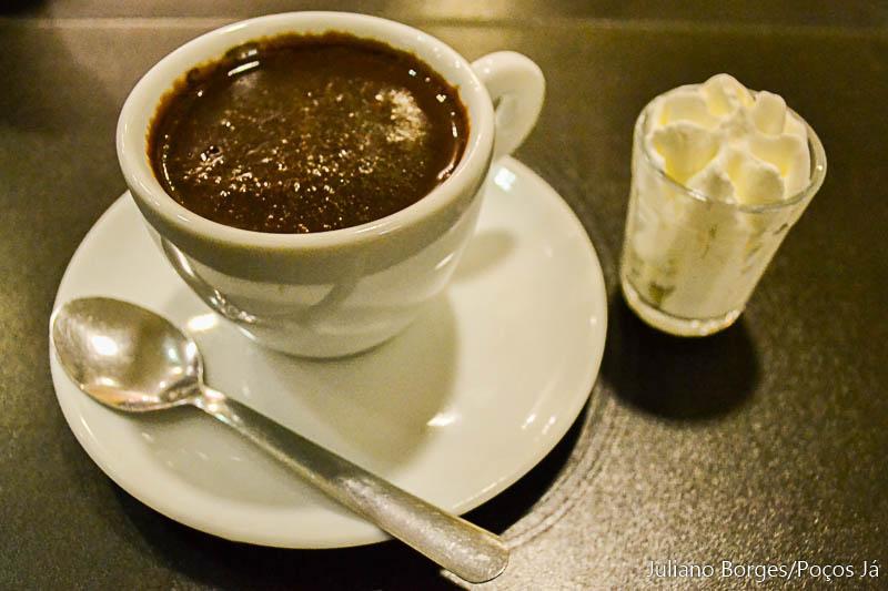 Chocolate cremoso tem alto teor de cacau e pode ser encontrado no Sá Rosa Café.