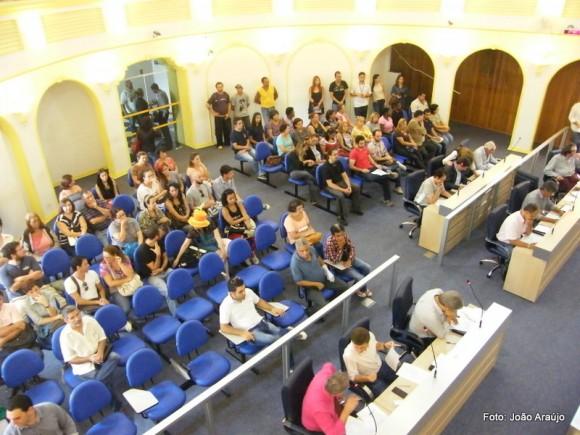 Artistas acompanham a sessão desta terça-feira (24).