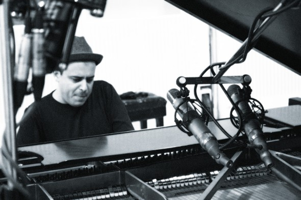 Pianista apresenta temas de CD gravado na África do Sul.