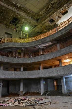 Construção de terceira frisa aumenta a capacidade do teatro.