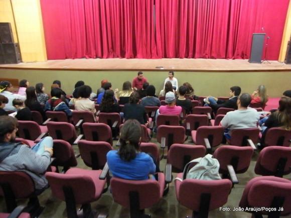 Reinauguração do teatro e eleição do conselho municipal estiveram em pauta no primeiro 'Diálogo com as Artes'.