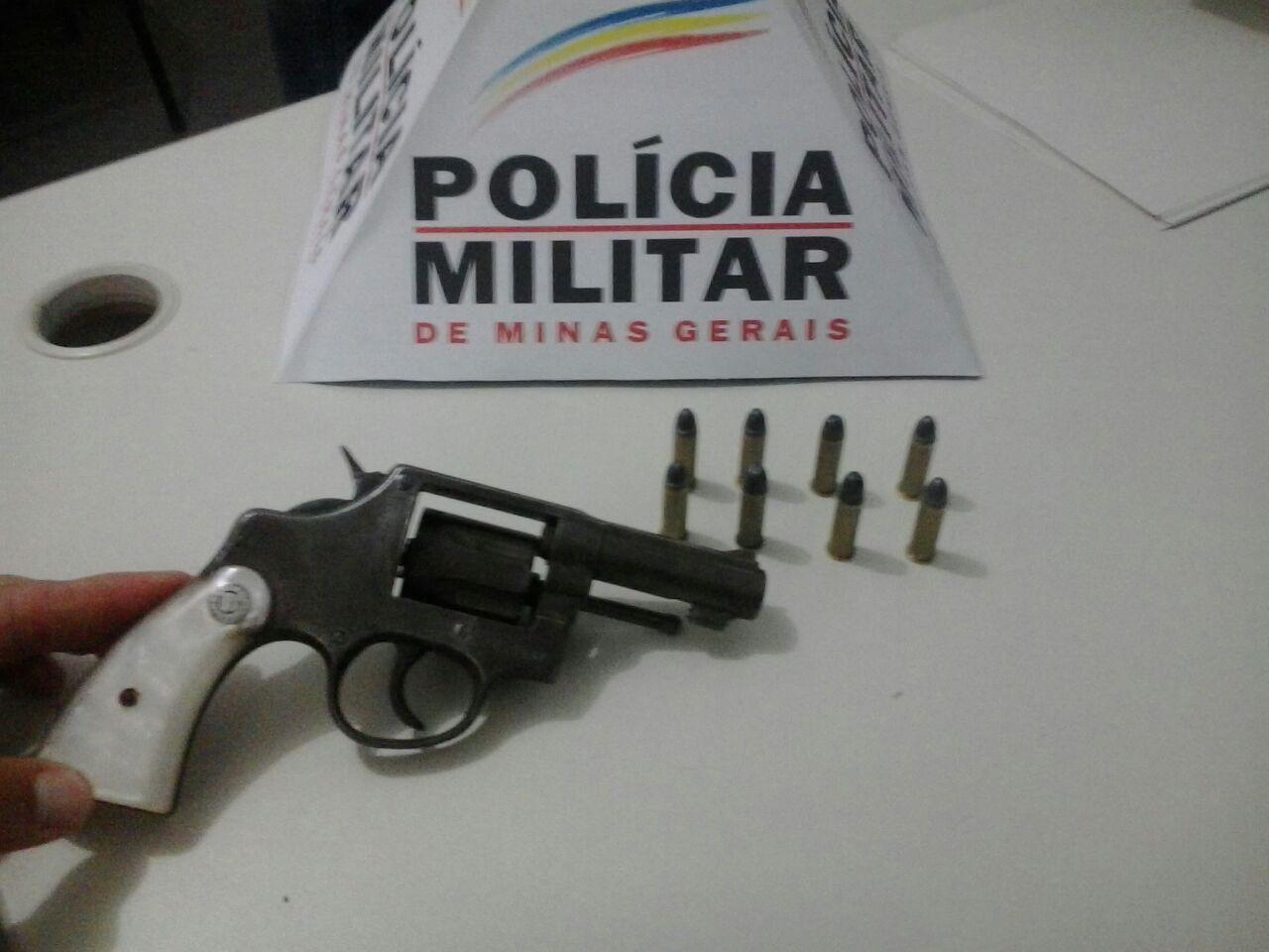 Arma e munições foram apreendidas no Jardim Kennedy (foto: Polícia Civil).