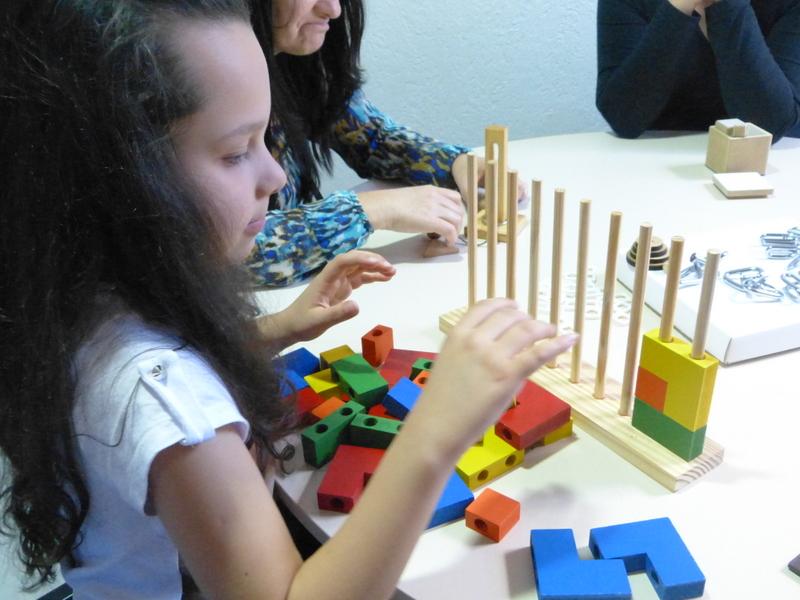 Jogos têm objetivo de estimular habilidades como memória e concentração.
