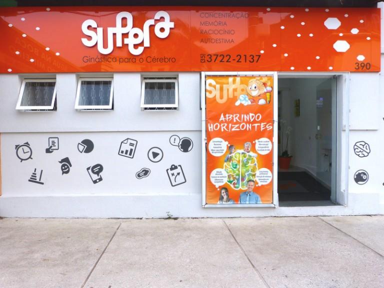 Escola fica na rua Piauí, Centro de Poços.