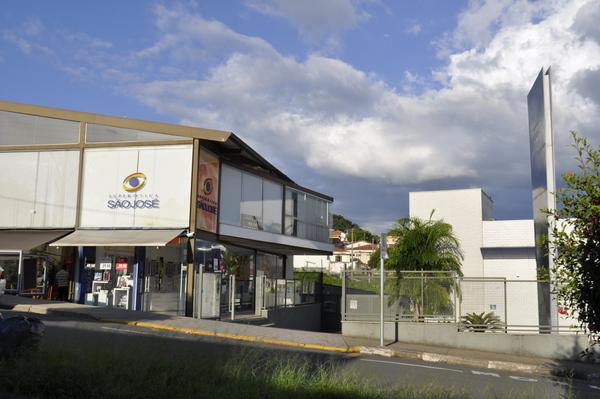 Ótica fica na avenida Gentil Messias, 280, em frente ao hospital da Unimed.