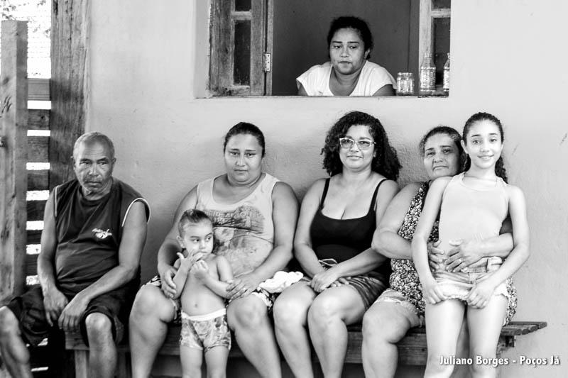 Família da Maria José, um mês após o rompimento da barragem.